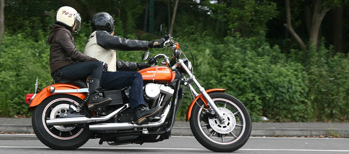 「カップル バイク 2人乗り」の画像検索結果