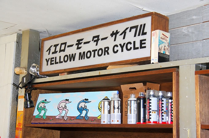 YELLOW MOTORCYCLEの画像