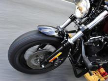 ハーレースポーツスターの乗り味が激変するタイヤ「バトルクルーズ・エイチゴーマル」の画像