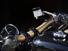 純正ライクなルックスでハンドル周りをスポーティーに仕上げるの画像